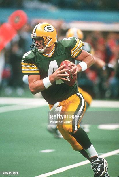 Brett Favre of the Green Bay Packers runs with the ball against the New England Patriots during Super Bowl XXXI January 26 1997 at the Louisiana...