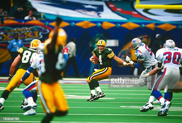 Brett Favre of the Green Bay Packers scrambles away from Willie McGinest of the New England Patriots during Super Bowl XXXI on January 26 1997 at...
