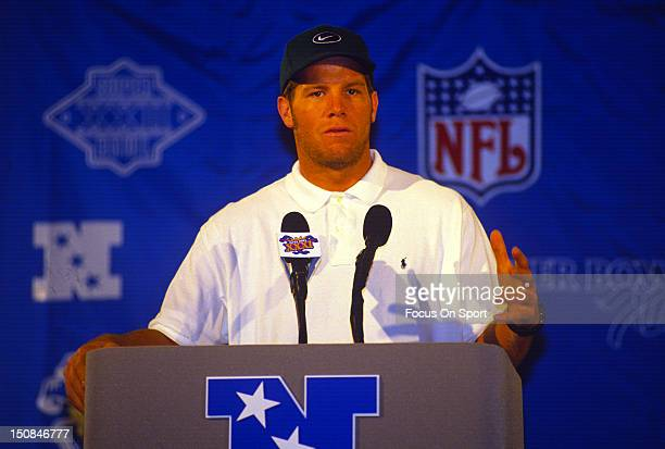 Brett Favre of the Green Bay Packers talks with the Media before they play the New England Patriots in Super Bowl XXXI on January 26 1997 at...