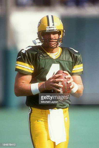 Brett Favre of the Green Bay Packers warms up before a football game against the Philadelphia Eagles on September 27 1997 at Veterans Stadium in...