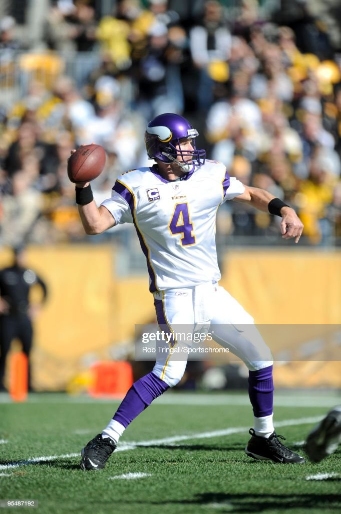 Brett Favre #4 of the Minnesota Vikings passes against the Pittsburgh Steelers at Heinz Field on October 25, 2009 in Pittsburgh, Pennsylvania. The Steelers defeated the Vikings 27-17.