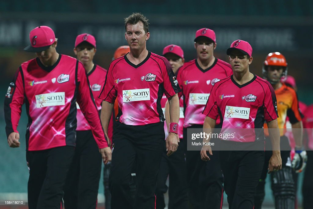 <a gi-track='captionPersonalityLinkClicked' href=/galleries/search?phrase=Brett+Lee&family=editorial&specificpeople=169885 ng-click='$event.stopPropagation()'>Brett Lee</a> and the dejected Sixers team leave the field after losing during the Big Bash League match between the Sydney Sixers and the Perth Scorchers at SCG on December 16, 2012 in Sydney, Australia.