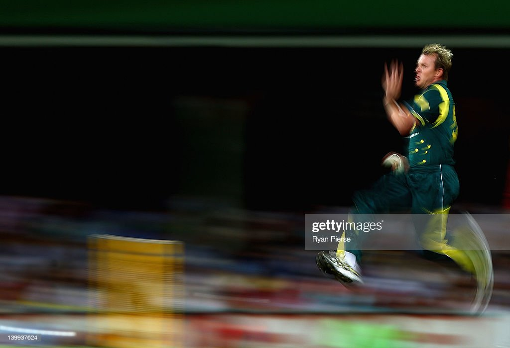 <a gi-track='captionPersonalityLinkClicked' href=/galleries/search?phrase=Brett+Lee&family=editorial&specificpeople=169885 ng-click='$event.stopPropagation()'>Brett Lee</a> of Australia bowls during the One Day International match between Australia and India at Sydney Cricket Ground on February 26, 2012 in Sydney, Australia.