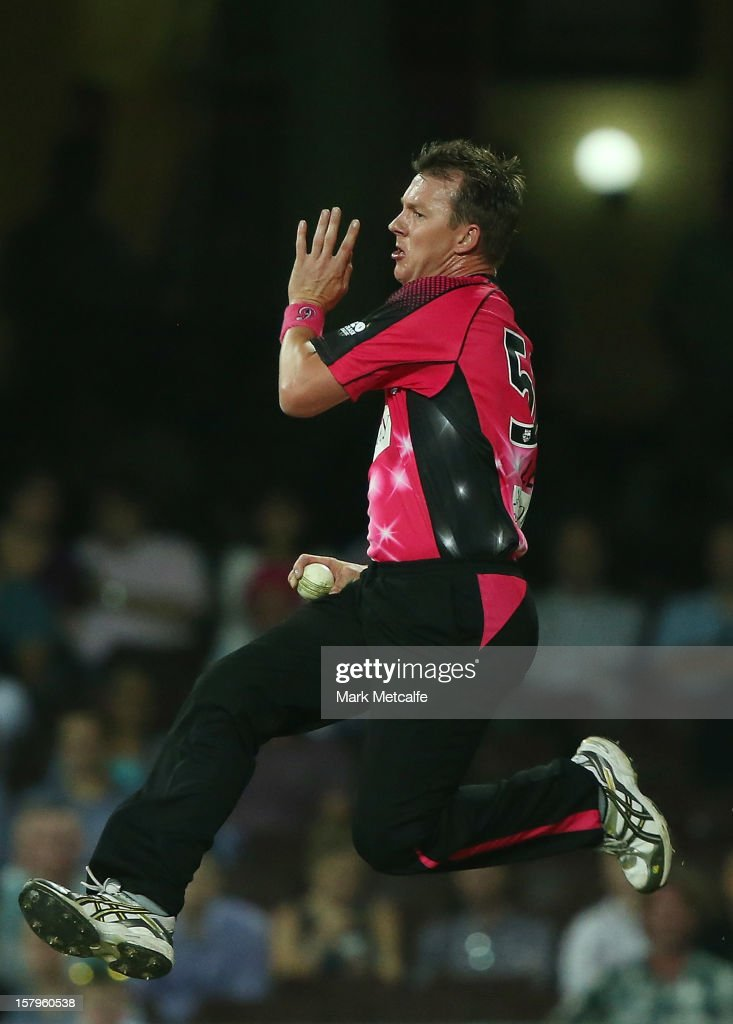 <a gi-track='captionPersonalityLinkClicked' href=/galleries/search?phrase=Brett+Lee&family=editorial&specificpeople=169885 ng-click='$event.stopPropagation()'>Brett Lee</a> of of the Sixers bowls during the Big Bash League match between the Sydney Sixers and the Sydney Thunder at Sydney Cricket Ground on December 8, 2012 in Sydney, Australia.