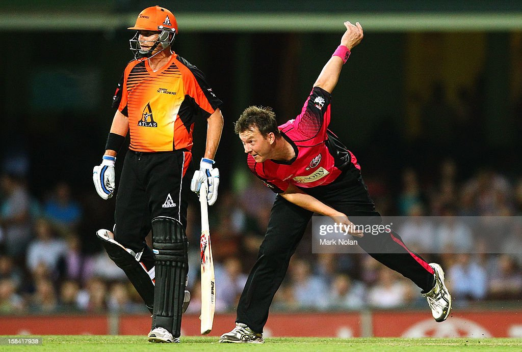 <a gi-track='captionPersonalityLinkClicked' href=/galleries/search?phrase=Brett+Lee&family=editorial&specificpeople=169885 ng-click='$event.stopPropagation()'>Brett Lee</a> of the Sixers bowls during the Big Bash League match between the Sydney Sixers and the Perth Scorchers at SCG on December 16, 2012 in Sydney, Australia.