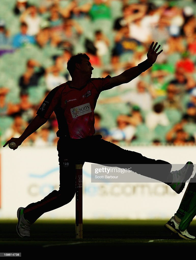 <a gi-track='captionPersonalityLinkClicked' href=/galleries/search?phrase=Brett+Lee&family=editorial&specificpeople=169885 ng-click='$event.stopPropagation()'>Brett Lee</a> of the Sixers bowls during the Big Bash League match between the Melbourne Stars and the Sydney Sixers at Melbourne Cricket Ground on December 21, 2012 in Melbourne, Australia.