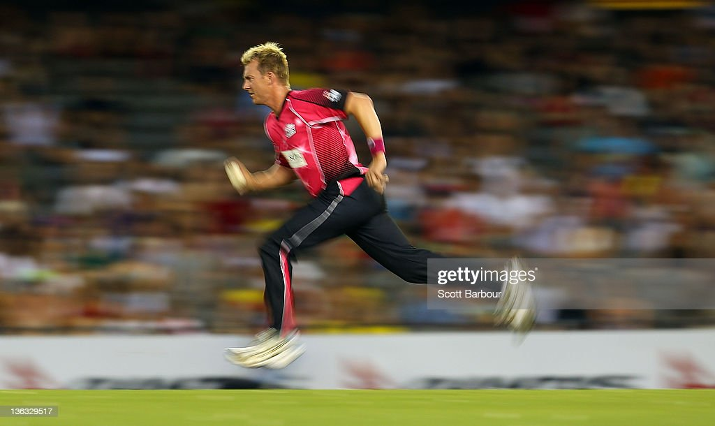 <a gi-track='captionPersonalityLinkClicked' href=/galleries/search?phrase=Brett+Lee&family=editorial&specificpeople=169885 ng-click='$event.stopPropagation()'>Brett Lee</a> of the Sixers bowls during the T20 Big Bash League match between the Melbourne Renegades and the Sydney Sixers at Etihad Stadium on January 2, 2012 in Melbourne, Australia.