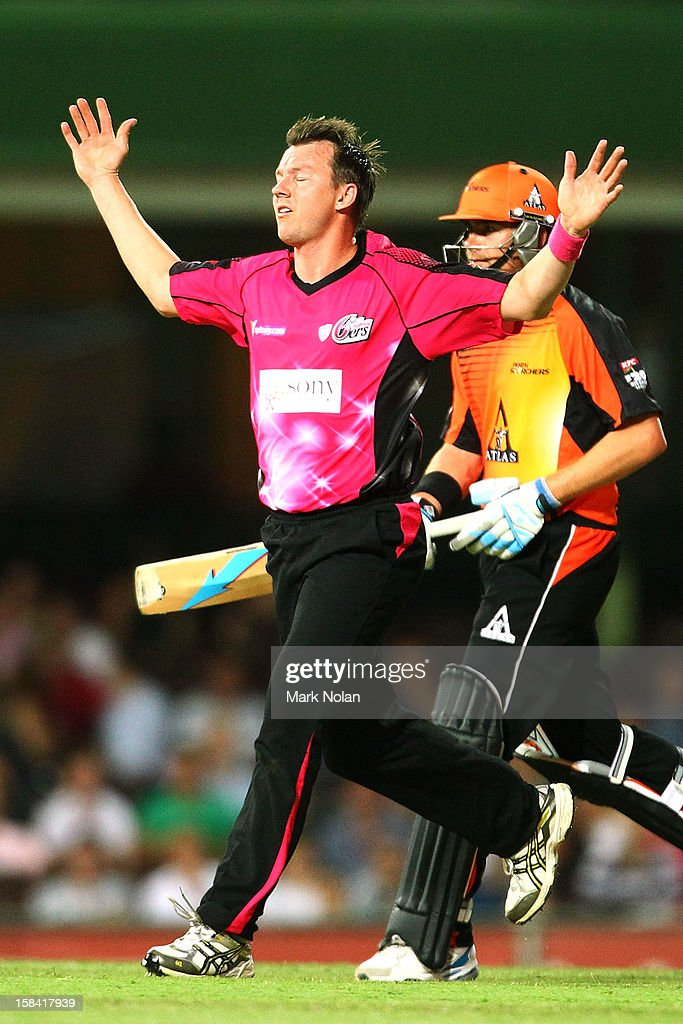 <a gi-track='captionPersonalityLinkClicked' href=/galleries/search?phrase=Brett+Lee&family=editorial&specificpeople=169885 ng-click='$event.stopPropagation()'>Brett Lee</a> of the Sixers reacts after a delivery during the Big Bash League match between the Sydney Sixers and the Perth Scorchers at SCG on December 16, 2012 in Sydney, Australia.