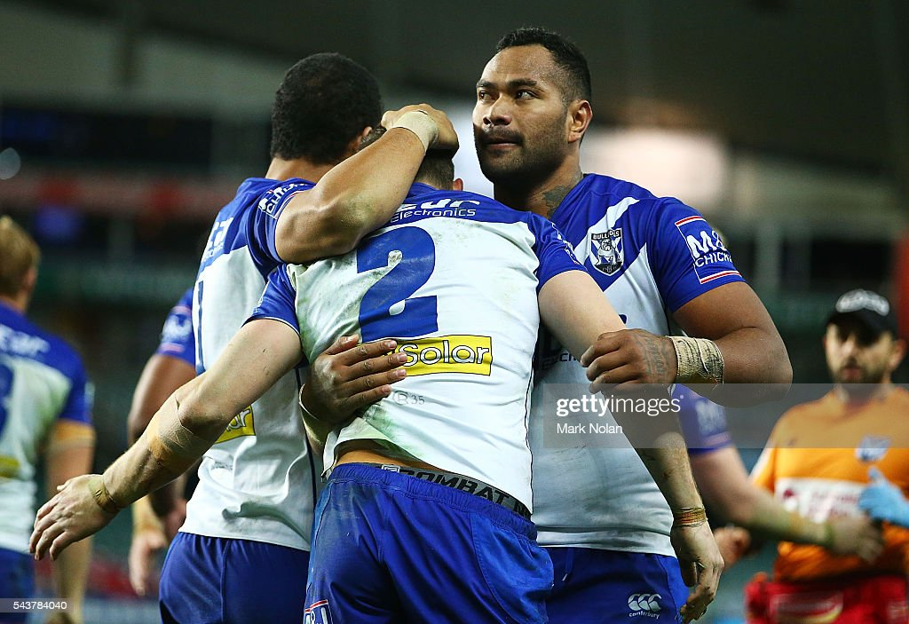 <a gi-track='captionPersonalityLinkClicked' href=/galleries/search?phrase=Brett+Morris&family=editorial&specificpeople=566169 ng-click='$event.stopPropagation()'>Brett Morris</a> of the Bulldogs is congratulated by team mates after scoring a try during the round 17 NRL match between the Sydney Roosters and the Canterbury Bulldogs at Allianz Stadium on June 30, 2016 in Sydney, Australia.