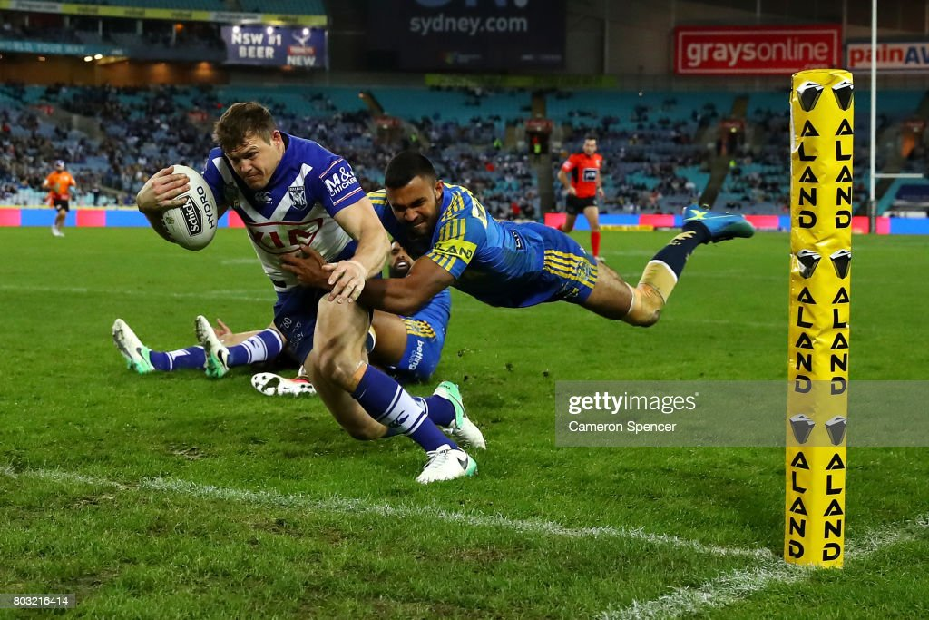 Brett Morris of the Bulldogs scores a try during the round 17 NRL match between the Parramatta Eels and the Canterbury Bulldogs at ANZ Stadium on June 29, 2017 in Sydney, Australia.