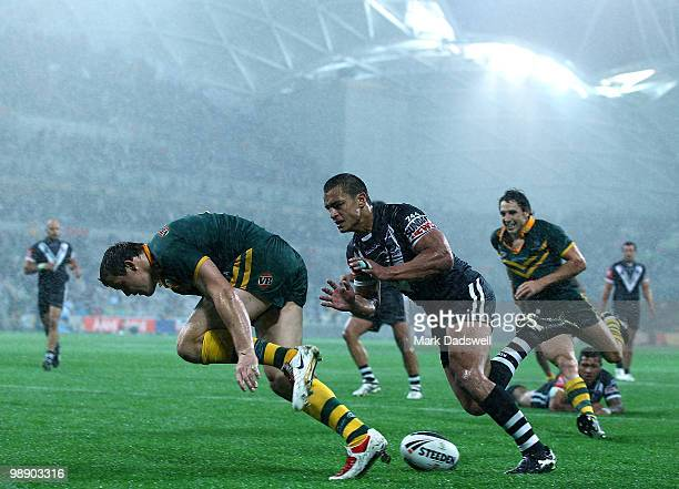 Brett Morris of the Kangaroos scores a try under pressure from Sam Perrett of the Kiwis during the ARL Test match between the Australian Kangaroos...