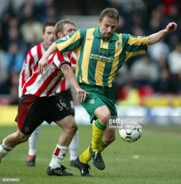 Brett Ormerod of Southampton is held off by Larus Sigurdsson of West Bromwich Albion during the FA Barclaycard Premiership match at St Mary's Stadium...