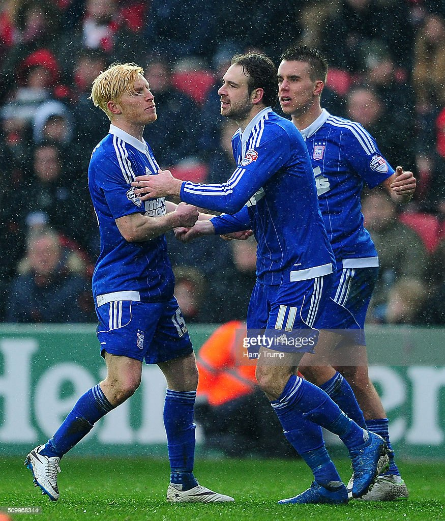 <a gi-track='captionPersonalityLinkClicked' href=/galleries/search?phrase=Brett+Pitman&family=editorial&specificpeople=4778619 ng-click='$event.stopPropagation()'>Brett Pitman</a> of Ipswich Town (C) celebrates his side's first goal during the Sky Bet Championship match between Bristol City and Ipswich Town at Ashton Gate on February 13, 2016 in Bristol, England.