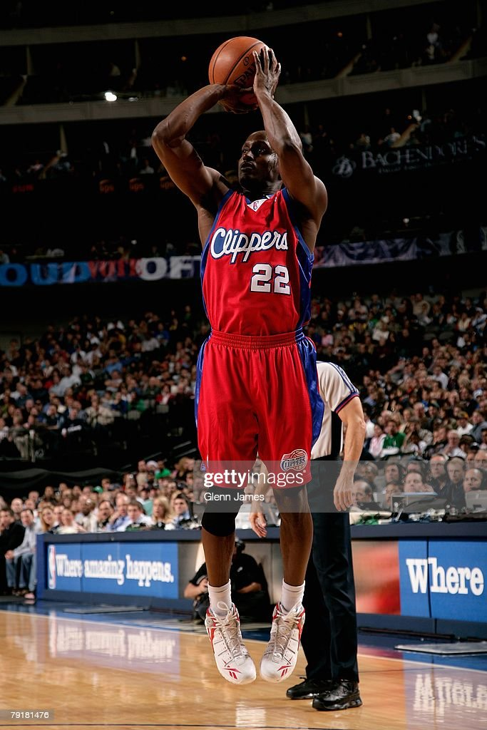 Brevin Knight #22 of the Los Angeles Clippers shoots during the game against the Dallas Mavericks on December 21, 2007 at American Airlines Center in Dallas, Texas. The Mavericks won 102-89.