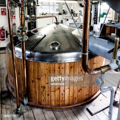 Brewery, mash tun and dissolving vat