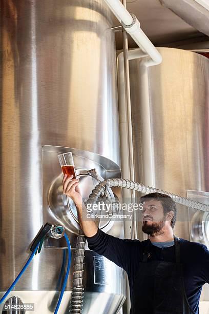 Brewmaster Überprüfung seiner Bier