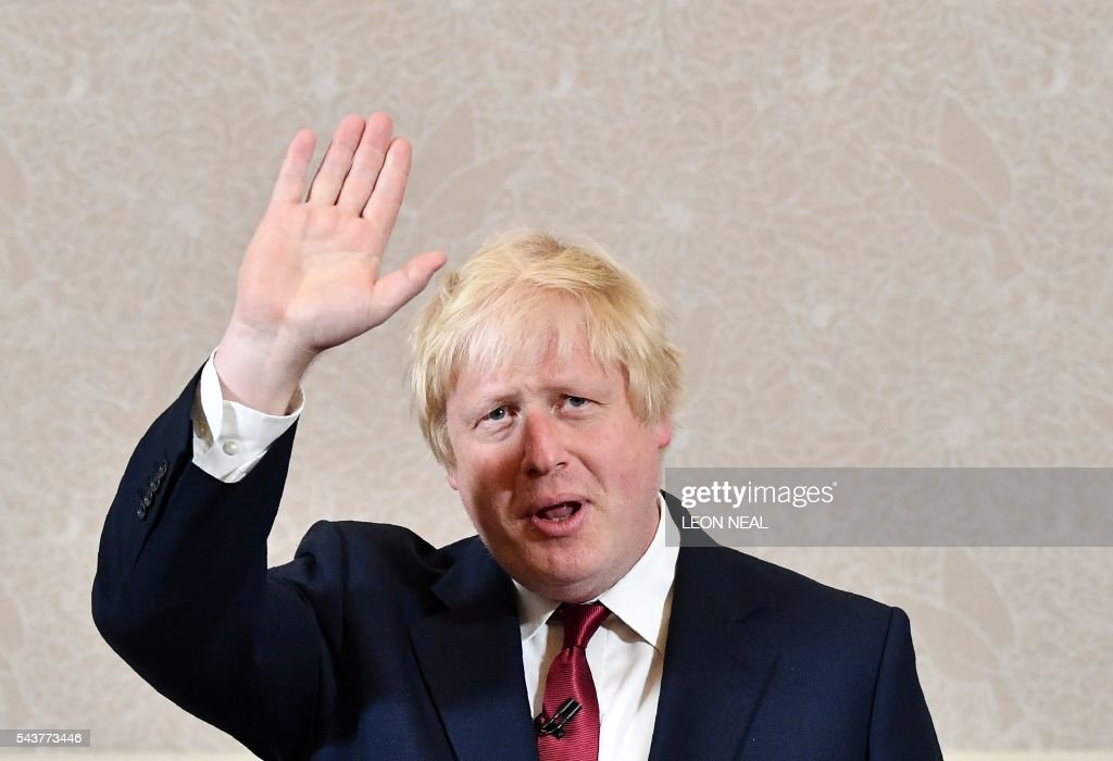 Brexit campaigner and former London mayor Boris Johnson waves after addressing a press conference in central London on June 30, 2016. Top Brexit campaigner and former London mayor Boris Johnson said Thursday he will not stand to succeed Prime Minister David Cameron, as had been widely expected after Britain's vote to leave the European Union. / AFP / LEON