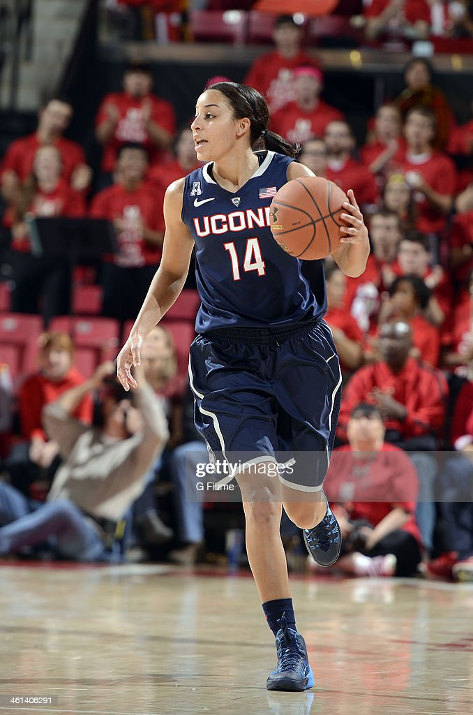 Bria Hartley #14 of the Connecticut Huskies handles the ball against the Maryland Terrapins at the Comcast Center on November 15, 2013 in College Park, Maryland.