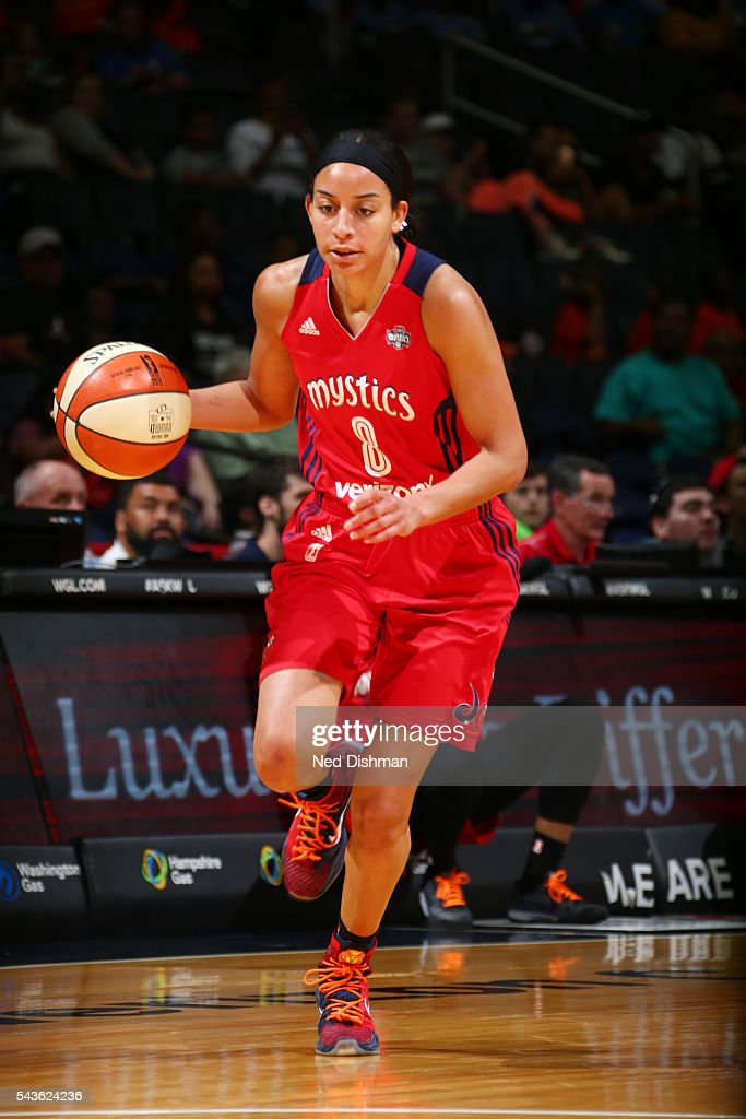 Bria Hartley #8 of the Washington Mystics brings the ball up court against the San Antonio Stars on June 29, 2016 at the Verizon Center in Washington, DC.