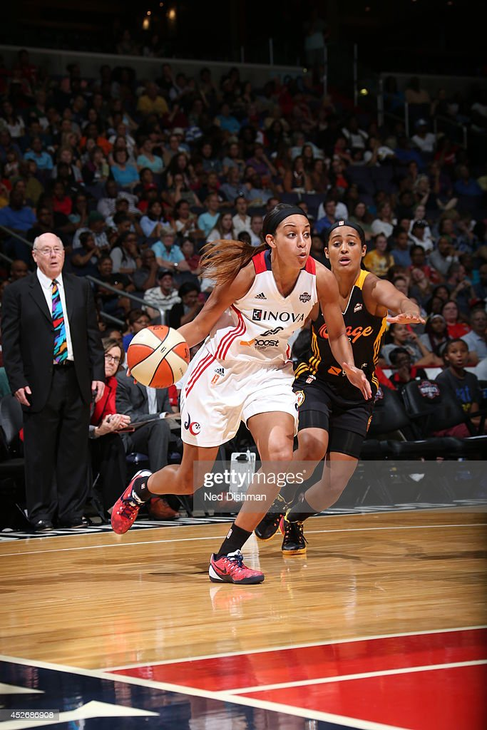 Bria Hartley of the Washington Mystics drives against the Tulsa Shock at the Verizon Center on July 25 2014 in Washington DC NOTE TO USER User...