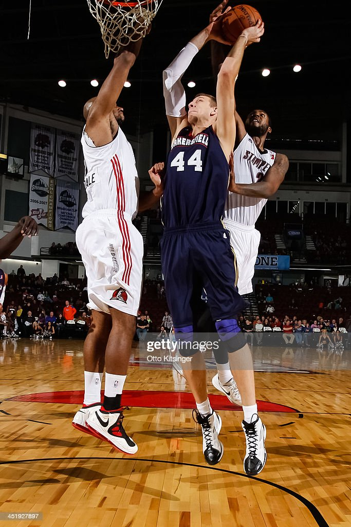 Brian Butch of the Bakersfield Jam goes up to the basket against Dallas Lauderdale and Richard Howell of the Idaho Stampede during an NBA DLeague...