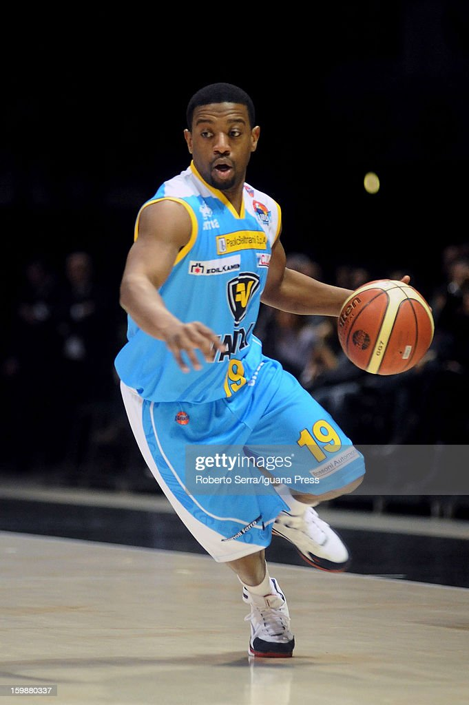 Brian Chase of Vanoli in action during the LegaBasket Serie A match between Virtus SAIE3 Bologna and Vanoli Cremona at Futurshow Station on January 20, 2013 in Bologna, Italy.