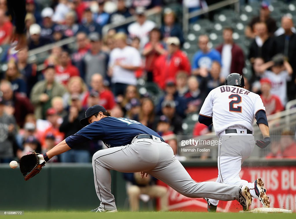 Brian Dozier #2 of the Minnesota Twins reaches first base safely as Dae-Ho Lee #10 of the Seattle Mariners fields the ball during the first inning of the game on September 25, 2016 at Target Field in Minneapolis, Minnesota.
