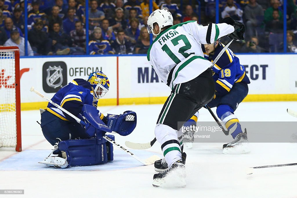 <a gi-track='captionPersonalityLinkClicked' href=/galleries/search?phrase=Brian+Elliott&family=editorial&specificpeople=687032 ng-click='$event.stopPropagation()'>Brian Elliott</a> #1 of the St. Louis Blues makes a save against the Dallas Stars in Game Four of the Western Conference Second Round during the 2016 NHL Stanley Cup Playoffs at the Scottrade Center on May 5, 2016 in St. Louis, Missouri.