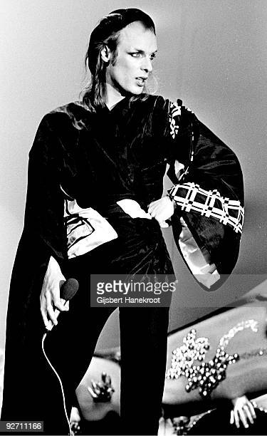 Brian Eno performs live at Hilversum Studios Holland in 1975