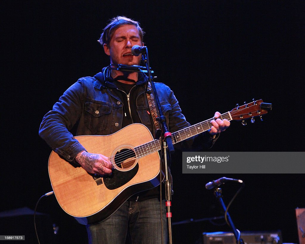 <a gi-track='captionPersonalityLinkClicked' href=/galleries/search?phrase=Brian+Fallon&family=editorial&specificpeople=3408585 ng-click='$event.stopPropagation()'>Brian Fallon</a> of The Gaslight Anthem performs during On the Beach: A Sandy Relief Concert at Paramount Theater on January 2, 2013 in Asbury Park, New Jersey.
