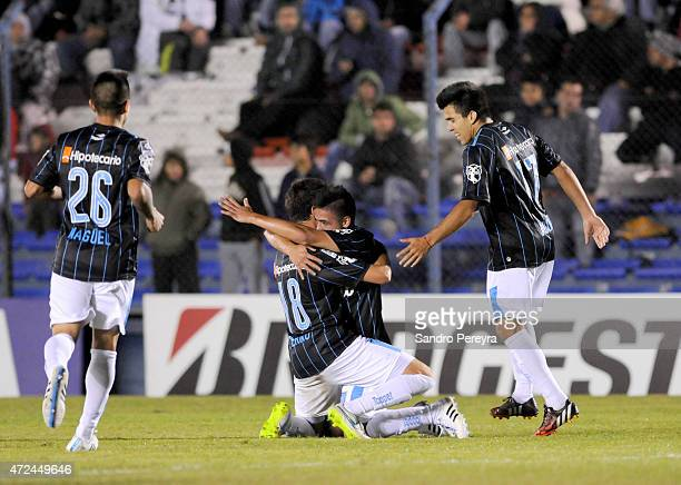Brian Fernandez of Racing Club celebrates with teammates after scoring the first goal of his team during a first leg match between Montevideo...