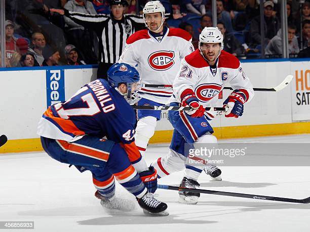 Brian Gionta of the Montreal Canadiens skates against the New York Islanders at the Nassau Veterans Memorial Coliseum on December 14 2013 in...