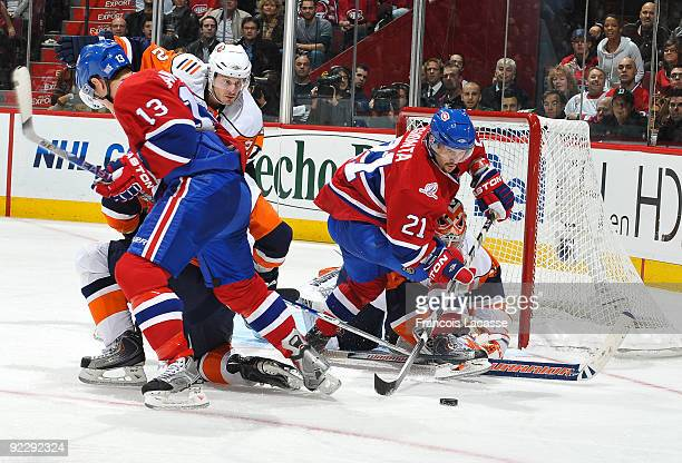Brian Gionta of the Montreal Canadiens waits for the rebound with teammate Mike Cammalleri against the New York Islanders on October 22 2009 at the...