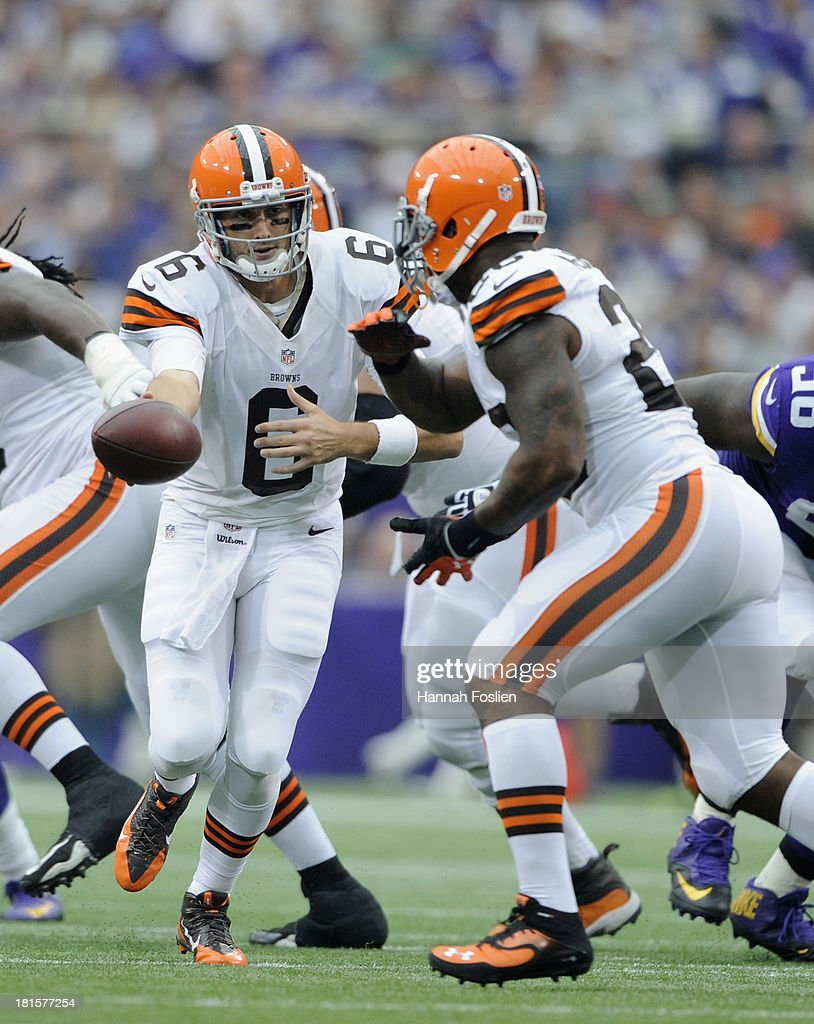 <a gi-track='captionPersonalityLinkClicked' href=/galleries/search?phrase=Brian+Hoyer&family=editorial&specificpeople=4018159 ng-click='$event.stopPropagation()'>Brian Hoyer</a> #6 of the Cleveland Browns hands off the football to <a gi-track='captionPersonalityLinkClicked' href=/galleries/search?phrase=Willis+McGahee&family=editorial&specificpeople=202895 ng-click='$event.stopPropagation()'>Willis McGahee</a> #26 during the second quarter of the game against the Minnesota Vikings on September 22, 2013 at Mall of America Field at the Hubert H. Humphrey Metrodome in Minneapolis, Minnesota. The Browns defeated the Vikings 31-27.