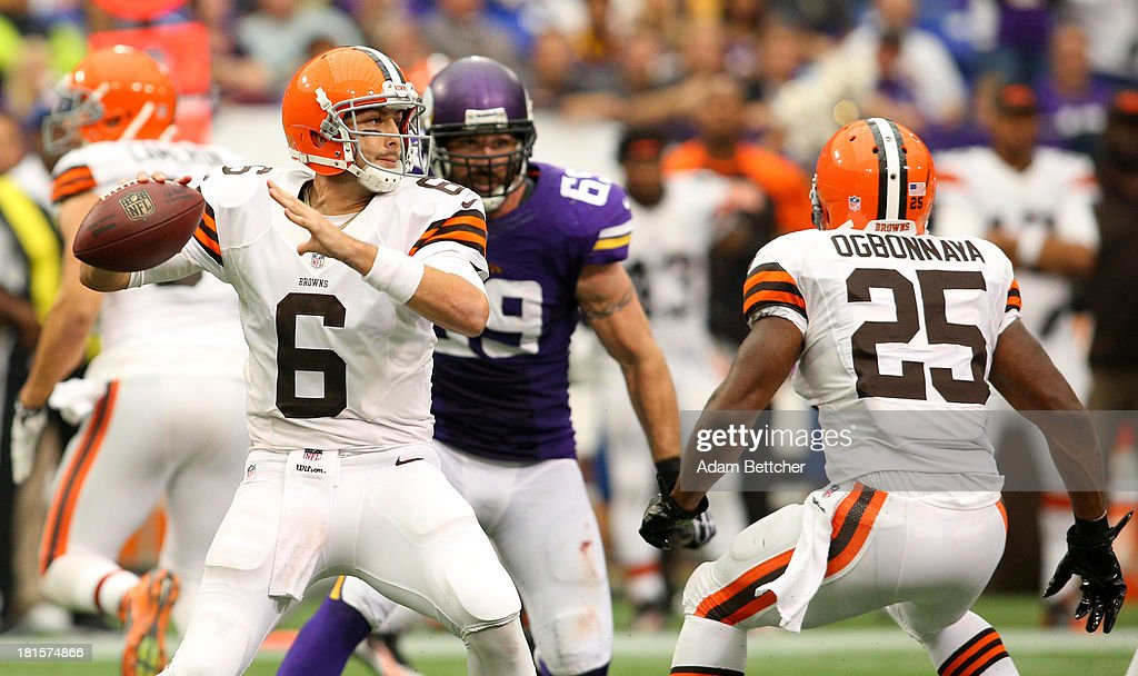 <a gi-track='captionPersonalityLinkClicked' href=/galleries/search?phrase=Brian+Hoyer&family=editorial&specificpeople=4018159 ng-click='$event.stopPropagation()'>Brian Hoyer</a> #6 of the Cleveland Browns looks to pass against the Minnesota Vikings on September 22, 2013 at Mall of America Field at the Hubert Humphrey Metrodome in Minneapolis, Minnesota.