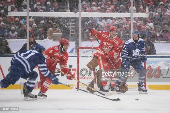 Brian Lashoff of the Detroit Red Wings and David Clarkson of the Toronto Maple Leafs battle for position in front of the net during the 2014...