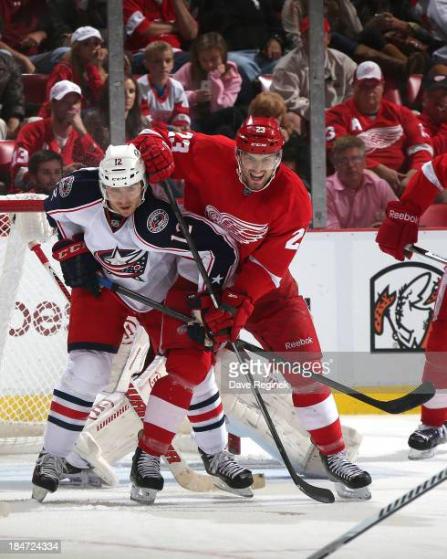 Brian Lashoff of the Detroit Red Wings and Ryan Craig of the Columbus Blue Jackets battle in front of the net during a NHL game at Joe Louis Arena on...