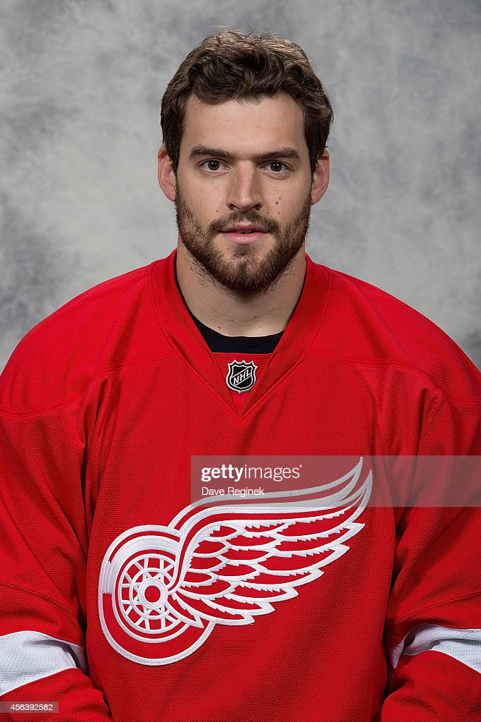 <a gi-track='captionPersonalityLinkClicked' href=/galleries/search?phrase=Brian+Lashoff&family=editorial&specificpeople=5529056 ng-click='$event.stopPropagation()'>Brian Lashoff</a> #23 of the Detroit Red Wings poses for his official headshot for the 2014-2015 season on September 18, 2014 at Joe Louis Arena in Detroit, Michigan.