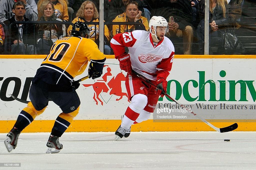 Brian Lashoff #23 of the Detroit Red Wings skates against <a gi-track='captionPersonalityLinkClicked' href=/galleries/search?phrase=Martin+Erat&family=editorial&specificpeople=210561 ng-click='$event.stopPropagation()'>Martin Erat</a> #10 of the Nashville Predators at the Bridgestone Arena on February 19, 2013 in Nashville, Tennessee.
