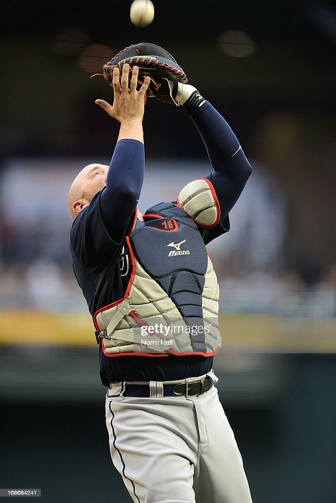 <a gi-track='captionPersonalityLinkClicked' href=/galleries/search?phrase=Brian+McCann+-+Baseball+Player&family=editorial&specificpeople=593065 ng-click='$event.stopPropagation()'>Brian McCann</a> #16 of the Atlanta Braves catches a pop up against the Arizona Diamondbacks at Chase Field on May 13, 2013 in Phoenix, Arizona.