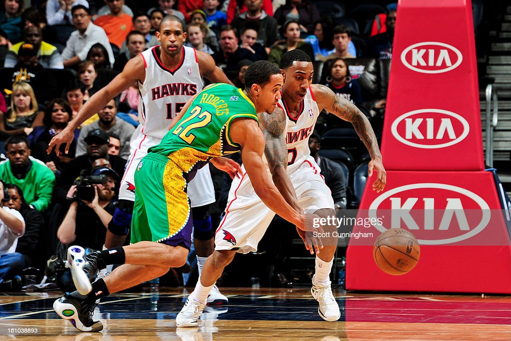 Brian Roberts #22 of the New Orleans Hornets and <a gi-track='captionPersonalityLinkClicked' href=/galleries/search?phrase=Jeff+Teague&family=editorial&specificpeople=4680498 ng-click='$event.stopPropagation()'>Jeff Teague</a> #0 of the Atlanta Hawks chase after a loose ball during their game on February 8, 2013 at Philips Arena in Atlanta, Georgia.