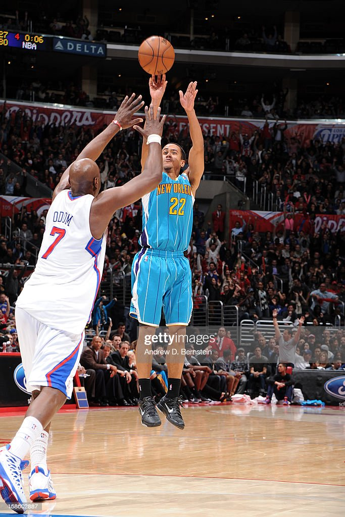 Brian Roberts #22 of the New Orleans Hornets shoots against Lamar Odom #7 of the Los Angeles Clippers at Staples Center on December 19, 2012 in Los Angeles, California.