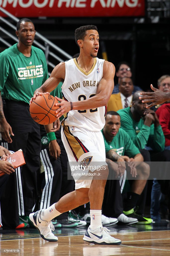 Brian Roberts #22 of the New Orleans Pelicans looks to pass the ball against the Boston Celtics during an NBA game on March 16, 2014 at the Smoothie King Center in New Orleans, Louisiana.