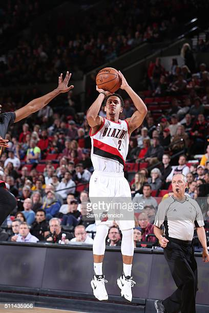 Brian Roberts of the Portland Trail Blazers shoots the ball against the Golden State Warriors on February 19 2016 at the Moda Center Arena in...