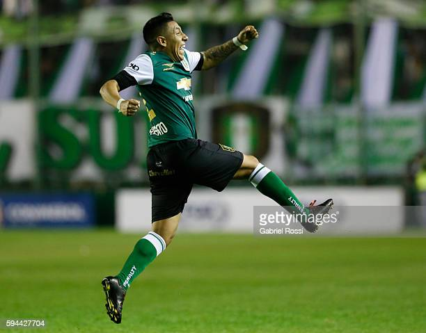 Brian Sarmiento of Banfield celebrates after scoring the second goal of his team during a first leg match between Banfield and San Lorenzo as part of...