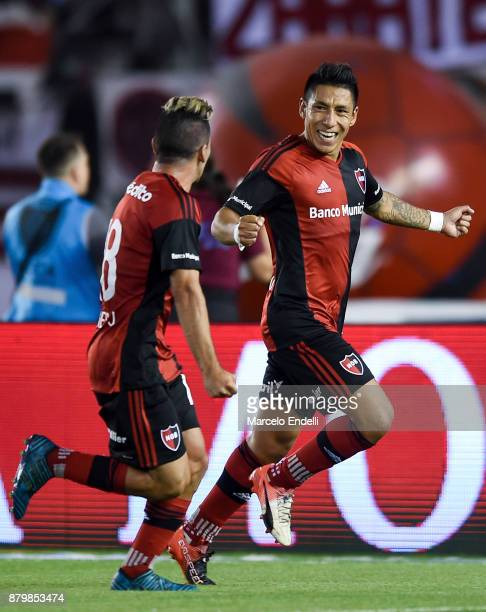 Brian Sarmiento of Newell's Old Boys celebrates with teammate Joaquin Torres after scoring the second goal of his team during a match between River...
