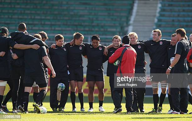 Brian Smith the England attack coach issues instructions to the team during an England IRB Rugby World Cup 2011 training session at Carisbrook on...