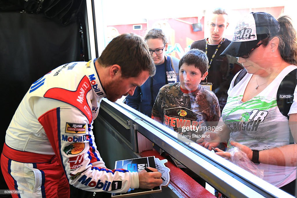 <a gi-track='captionPersonalityLinkClicked' href=/galleries/search?phrase=Brian+Vickers&family=editorial&specificpeople=171225 ng-click='$event.stopPropagation()'>Brian Vickers</a>, driver of the #14 Bass Pro Shops/Mobil 1 Chevrolet, signs autographs for fans during practice for the NASCAR Sprint Cup Series Daytona 500 at Daytona International Speedway on February 13, 2016 in Daytona Beach, Florida.