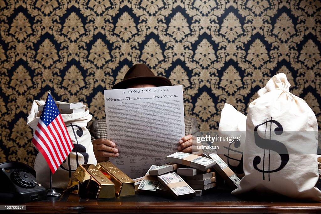 Bribing man holding Declaration Of Independence document : Stock Photo