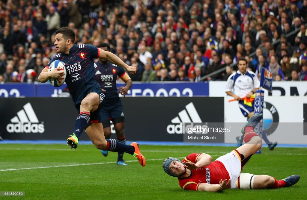 Brice Dulin of France evades the tackle from Jonathan Davies of Wales during the RBS Six Nations match between France and Wales at the Stade de France on March 18, 2017 in Paris, France.